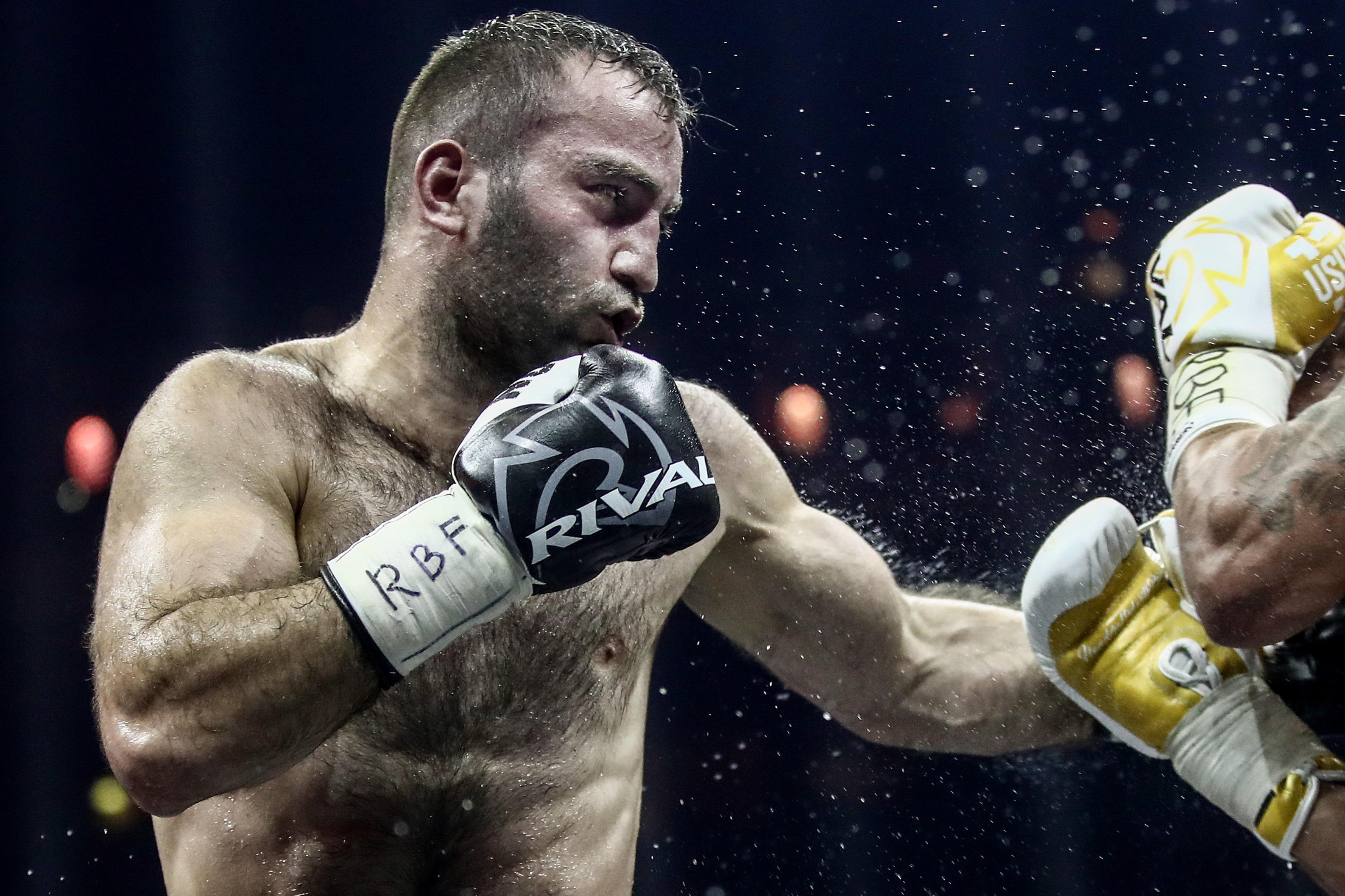 Боксер Гассиев дебютирует в супертяжелом весе боем против Давейко