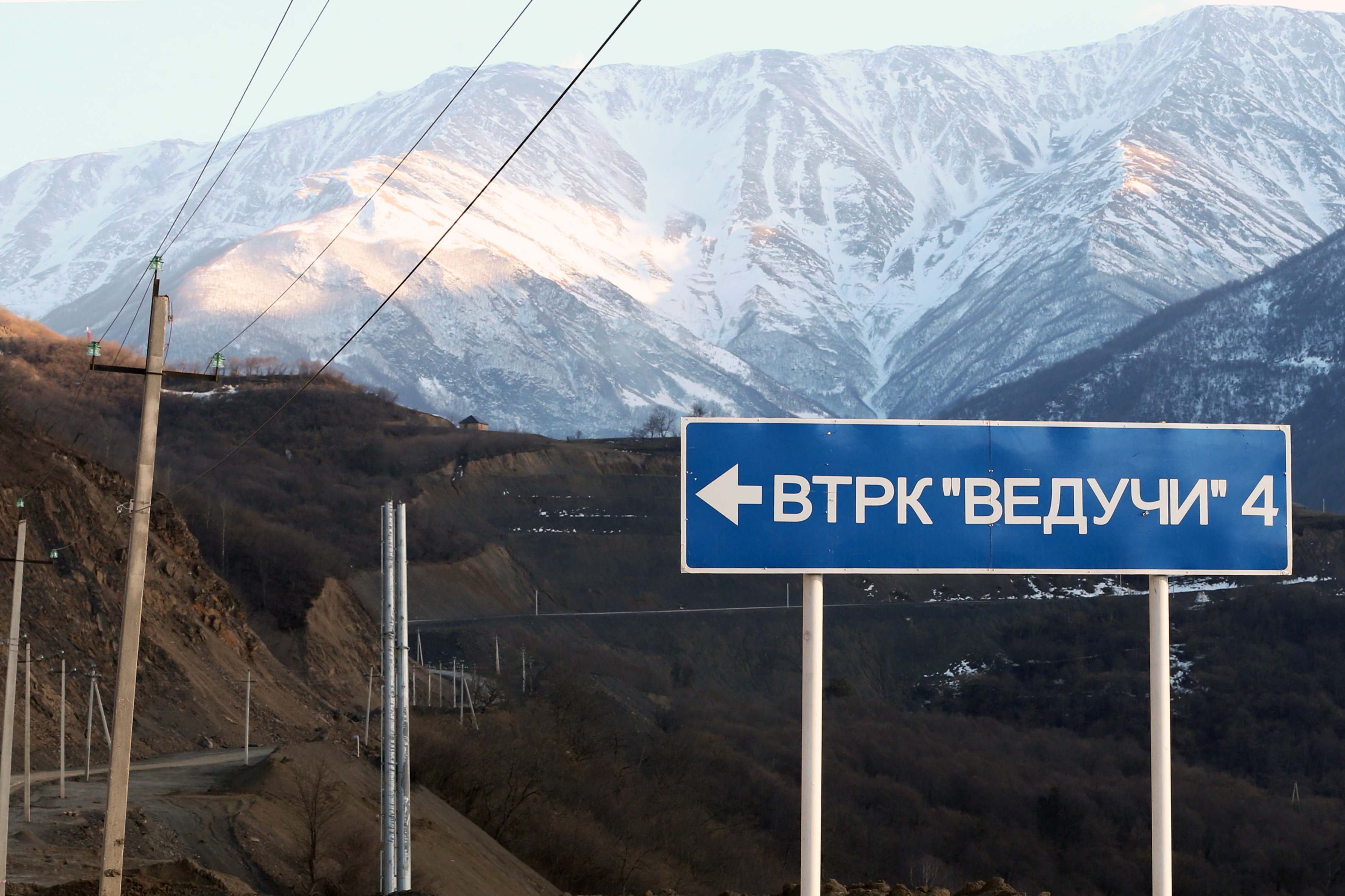 Туристам предложили ехать на курорт «Ведучи» по объездной дороге