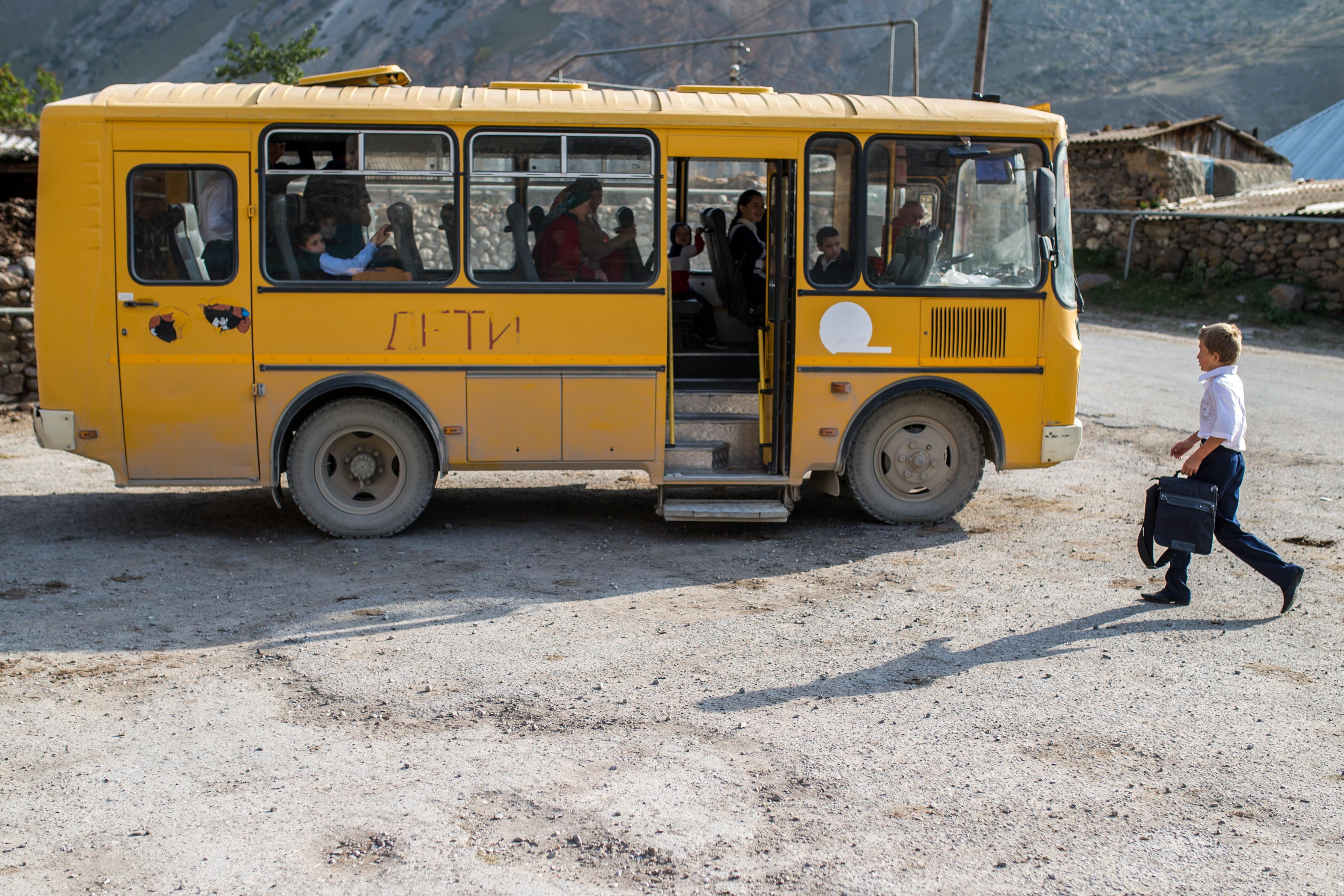 Полиция Кабардино-Балкарии инспектирует информацию о взрыве около школы