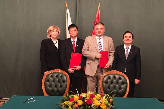Вузы Северной Осетии и Вьетнама подписали договор о сотрудничестве