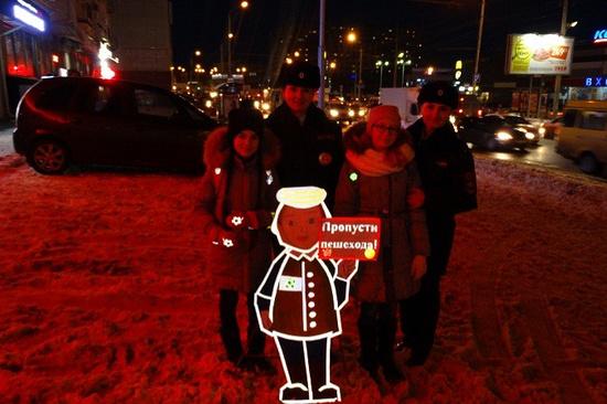 Светящиеся макеты детей поставили упешеходных переходов Ставрополя