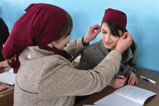 Руководитель Чечни осудил министра образованияРФ закритику ношения хиджабов вшколе